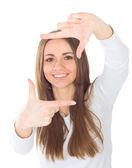 Närbild av unga vackra kvinnan att göra ram med händerna — Stockfoto