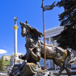 """Monument to Kiev-City founders located """"Independence square"""" Ki — Stock Photo"""