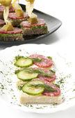Smörgås med salami — Stockfoto