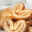 Cookies from flaky pastry and a cup of coffee — 图库照片