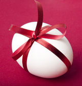 Easter egg on a red background — Stock Photo