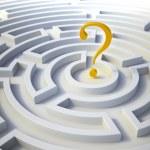 Question mark inside a maze — Stock Photo