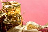 Geschenkdozen met decoratie van kerstmis — Stok fotoğraf
