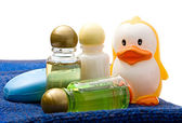 Towels, shampoo bottles — Stock Photo
