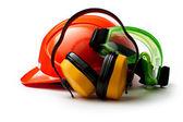 イヤホンとゴーグルの赤い安全ヘルメット — ストック写真