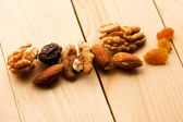 Nuts and raisins — Stock Photo