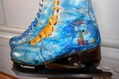 Skates painted under winter subjects — Stock Photo