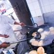 Men frying Puri — Lizenzfreies Foto