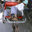 :youth sleeping on rickshaw, old delhi, india — Stock Photo