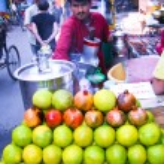 Fruit juice stall — Stock Photo