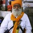 Old sikh man inside gurudwara, delhi, india — Stock Photo