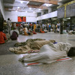 Waiting at train station, delhi, india — Stock Photo #8046109