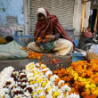Old lady selling flowers, delhi, india — Stock Photo