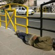 Man sleeping on sidewalk, delhi, india - Foto Stock