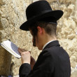 Young hasidic jew at the wailing western wall, jerusalem, israel — Stock Photo