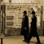 Постер, плакат: Hasidic jews walking in front of propaganda panels jerusalem israel