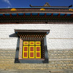 Monastery wall and window, upper pisang, annapurna, nepal — Stock Photo #8047782