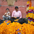 Lady and her son selling marigold necklaces on durbar square, kathmandu, ne — Stock Photo