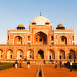View of Humayun Tomb arch and in gardens - 图库照片