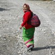 Traditionally dressed gurung lady walking along path in the annapurna, nepa — Stock Photo