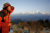 Mountaineerer looking at a mountain range — Stock Photo