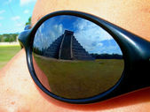 View of chichenitza temple through sun glasses — Stock Photo