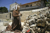Praying statue in front of mary, king david wells, bethlehem, west bank, pa — Stock Photo