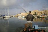 Puerto de pescadores de caña en akko israel — Foto de Stock