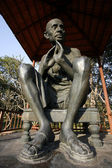 Gandhi statue at rajghat memorial in new delhi, india — Stock Photo