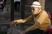 Old man sitting on durbar square, kathmandu, nepal — Stock Photo