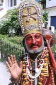 Homme déguisé en hanuman à attirer l'attention et obtenir de l'argent de photos. — Photo