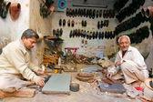Twee mannelijke schoenlappers — Stockfoto
