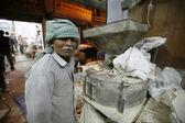 Człowiek w mąka młyn, delhi, Indie — Zdjęcie stockowe
