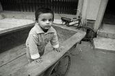 Chłopczyk na cyklu rikszy, delhi, indie — Zdjęcie stockowe