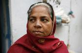 Old woman on the porch, delhi, india — Stock Photo
