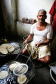 Man making puri — Stock Photo