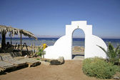 Door archway into bedouin style guesthouse in dahab, red sea, sinai, egypt — Stock Photo