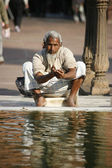 Old man performing ablution at Jama Masjid, Delhi, India — Stock Photo