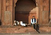 Two old men relaxing at Jama Masjid, Delhi, India — Stock Photo