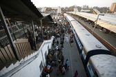 Crowded new delhi railway station, delhi, india — Stock Photo