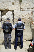 Police officers praying at the wailing western wall, jerusalem, israel — Stock Photo