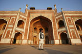 Muslim man at Humayun Tomb, Delhi, India — Stock Photo