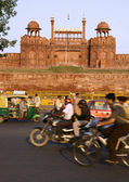 Traffic infront of red fort, delhi, india — Stock Photo