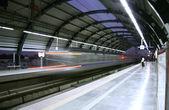 Metro zooming past station, delhi, india — Stock Photo