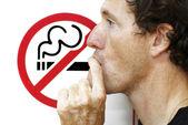 Man röka en rökning förbjuden-skylt — Stockfoto