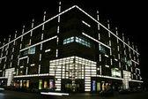 Ulice budování rozsvícené, berlín, německo — Stock fotografie