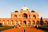View of Humayun Tomb arch and in gardens — Stock Photo
