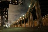 Steiger wandelpad door de nacht, tel aviv, Israël — Stockfoto
