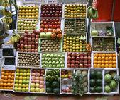 Frukt stall på gångstig, mumbai, Indien — Stockfoto
