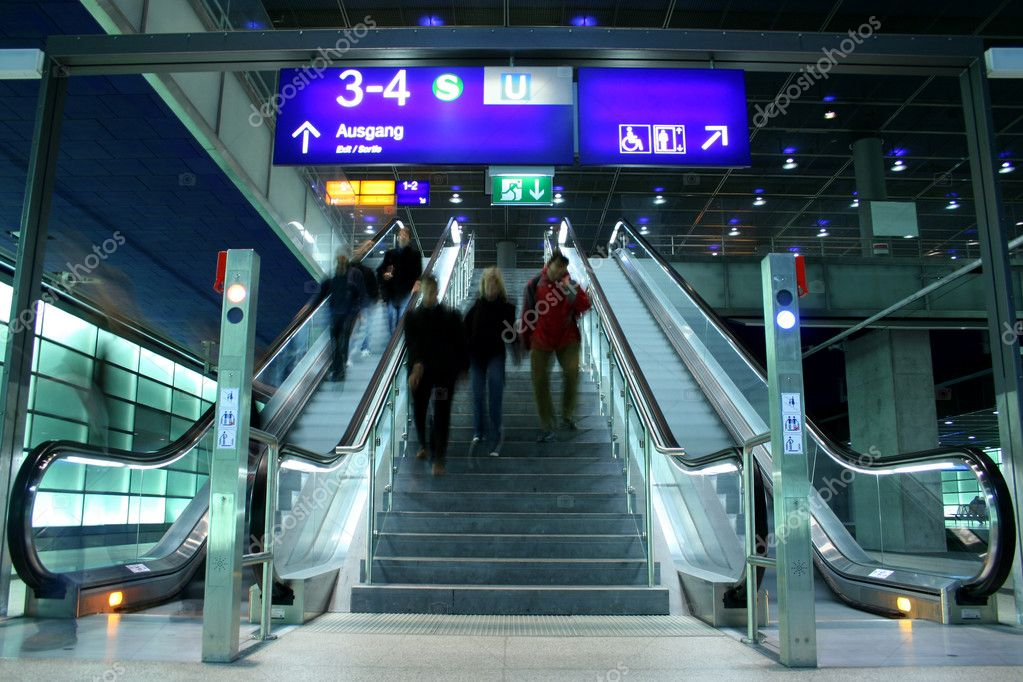 Descending escalators and stairs — Stock Photo #8049159